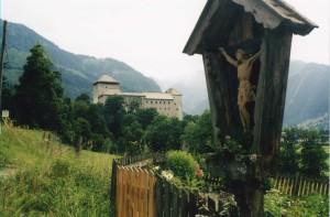 Kirche und Marterl